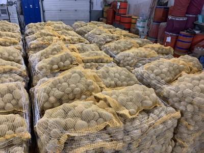 spakowane ziemniaki na paletach